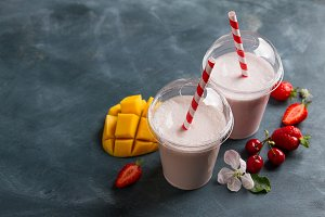 Berry milkshake (smoothie)