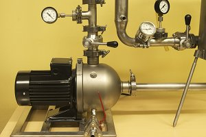 Pump, pipes and control elements