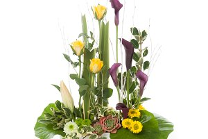 Flower arrangement with calla lily