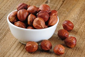Hazelnuts in bowl