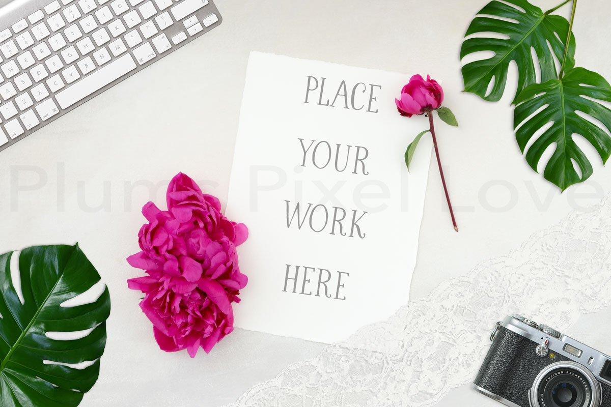 Notepaper on desktop mockup