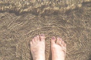 Feet in the sand XS
