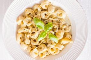 Tortellini with pesto