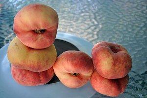flat peaches, paraguayan fruit
