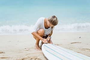 girl is going to surf