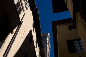 Blue sky between the walls