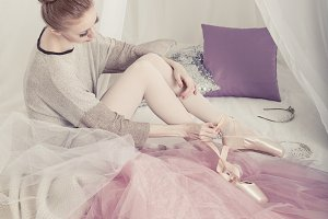 Ballerina removes pointes