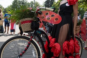 The lady on bicycles