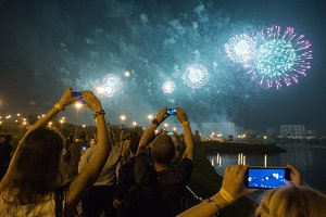 World Salute, people spin in Moscow and shot on smartphones