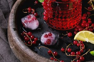 Red currant lemonade