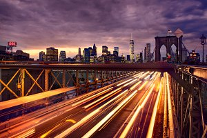 Night car traffic on Brooklyn Bridge