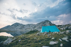 Tent near a lake in a mountian