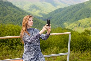 woman is doing selfie