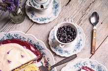 Cake with cream cheese