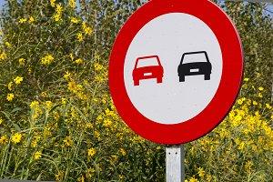 Forbidden overtaking sign