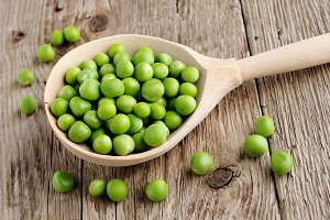 Fresh peas in spoon