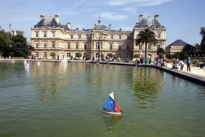 Toy boat. Paris
