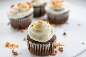 Chocolate Butterfinger Cupcakes