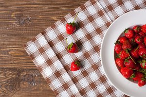 strawberris on the white plate