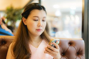 woman use smartphone in restaurant