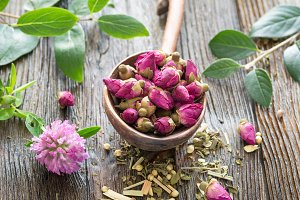 Dry rose tea buds
