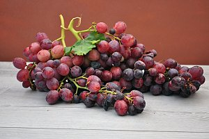 red grapes cluster