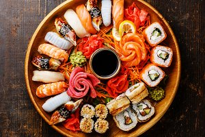 Sushi Set in wooden round tray