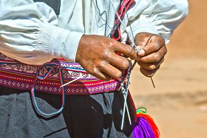 Knitting man in Peru
