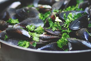 Mussels with parsley and pepper