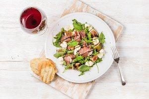 Prosciutto, arugula, figs salad