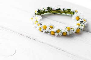 wreath made of daisy flowers