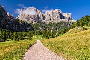Dolomiti - footpath in Badia Valley