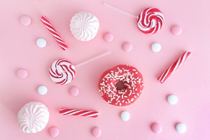 Round bright lollipops and cacke
