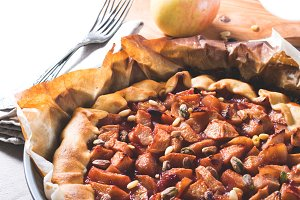 Apple galette with nuts