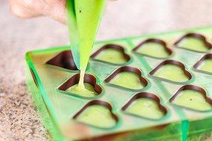 Making homemade praline
