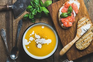 Pumpkin cream soup and toasts