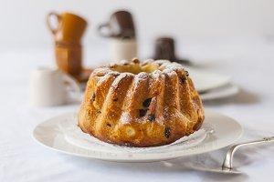 Brioche with raisins and almonds