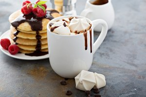 Hot chocolate with marshmallows and little meringues