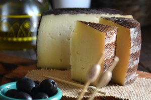 Manchego cheese cured