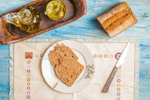 Spelt bread and olive oil