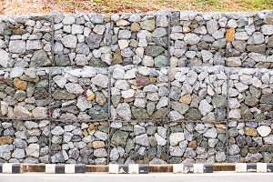 Stone wall with wire mesh