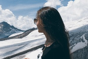 the girl looks at the mountain
