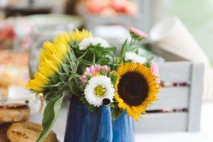 a photo of sunflower bouquet
