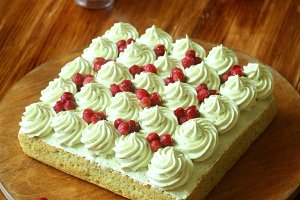 Pistachio Cake with Wild Strawberry