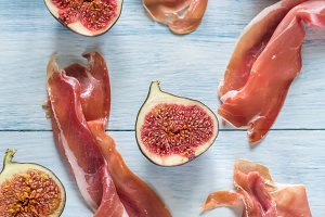 Slices of jamon with figs