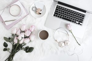Styled Stock photo | Roses & Laptop