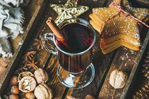 Mulled wine & gingerbread cookies