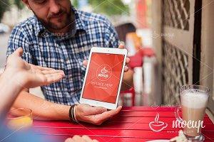 iPad PSD Mockup Street Café