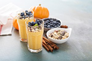 Pumpkin smoothie with oatmeal and blueberry