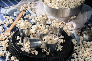 Popcorn in alluminium glasses for a party